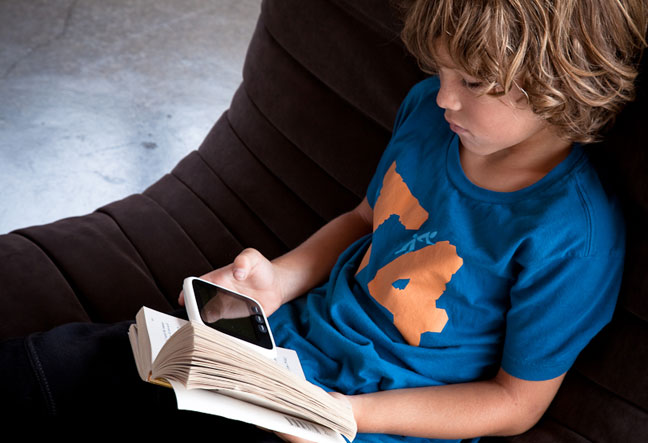 Boy using WikiReader